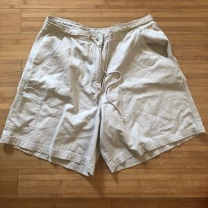 Avenue | Cream Shorts Size 14